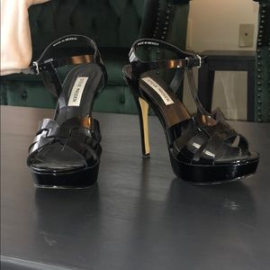 Steve Madden T strap black sandals